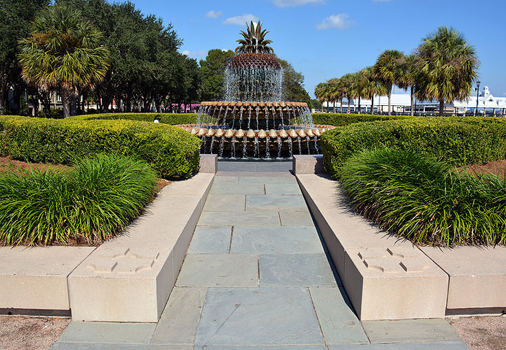 The famous pineapple fountain at Waterfront Park in Charleston, SC